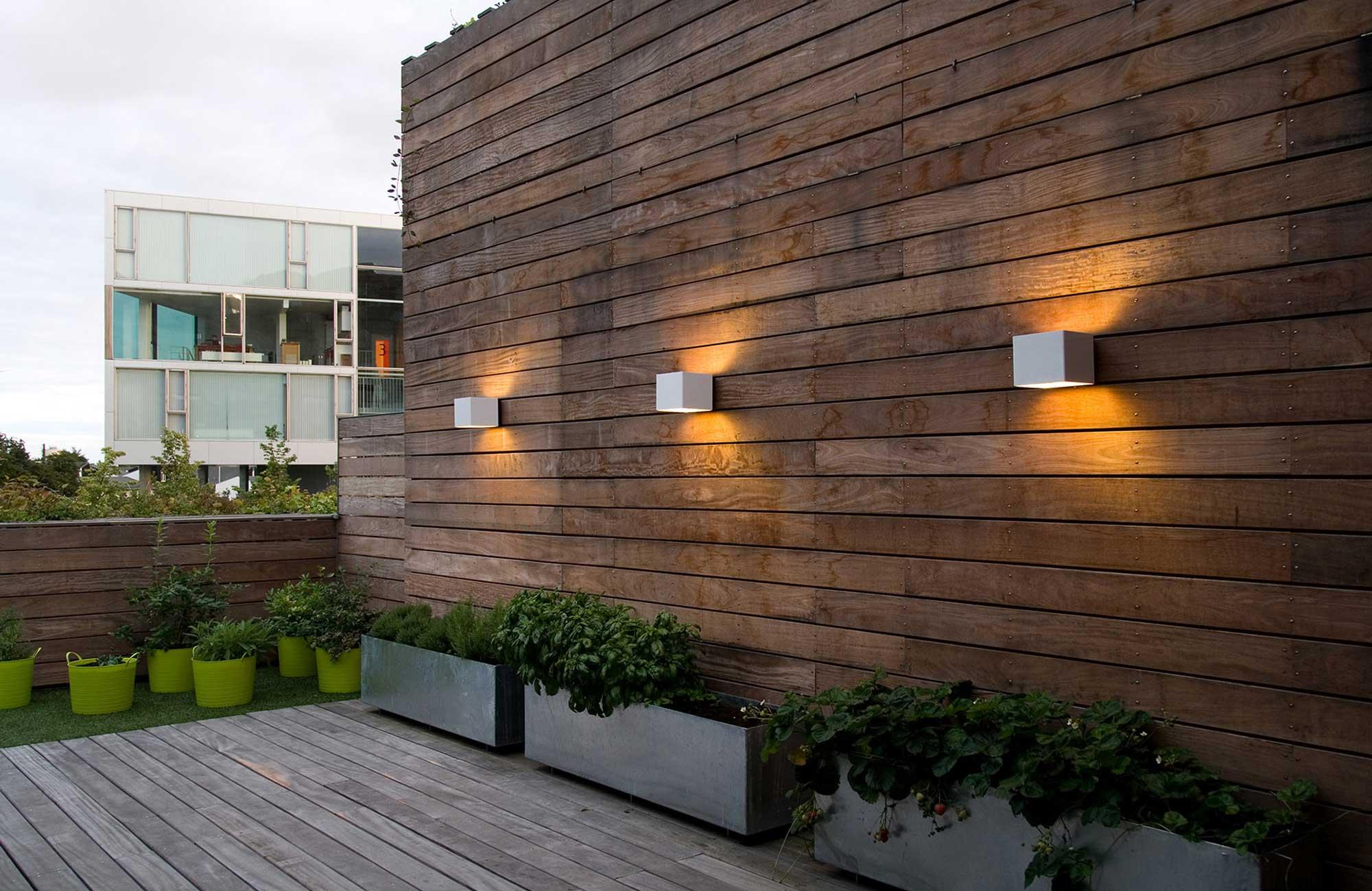 Embacco Lighting Welcome outdoor væglampe på Bjerget, Ørestaden