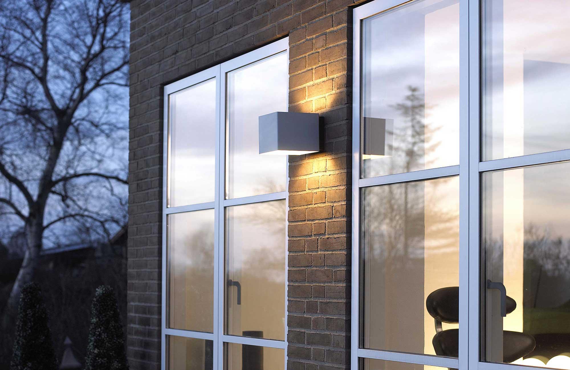 Embacco Lighting Welcome udendørs væglampe
